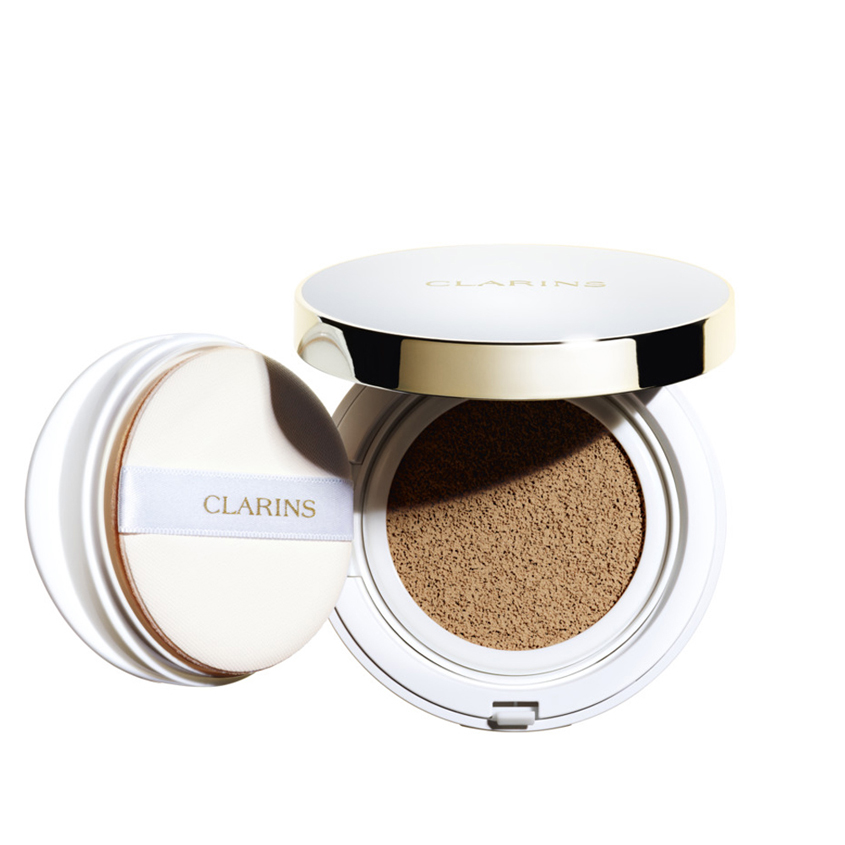 CLARINS Устойчивый тональный крем в подушечке Everlasting Cushion SPF 50.